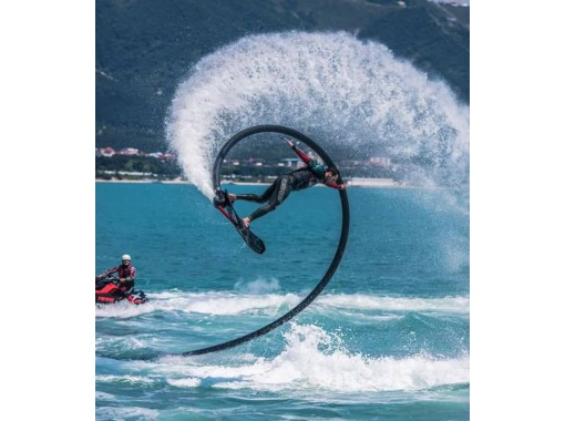 GOTOトラベル地域共通クーポン取扱店【沖縄・恩納村・海中道路】空飛ぶサーフィン!!ホバーボード体験