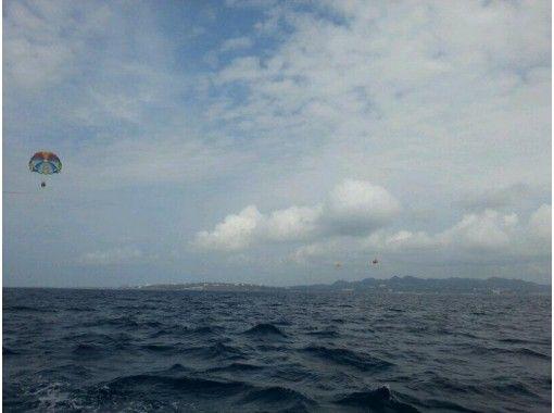 【沖縄・瀬底島】パラセーリング体験※9~16時※【2時間】