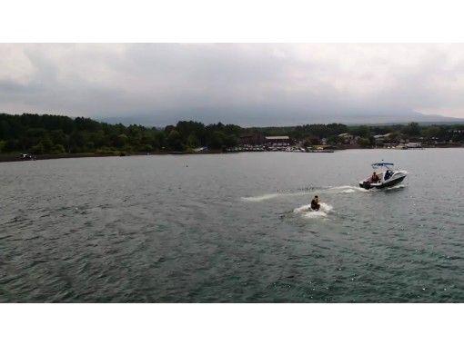 山中湖の最高のロケーションでウェイクボード体験(初心者)&ドローン空撮 セット体験プラン