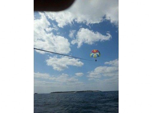 【沖縄・瀬底島】 パラウォーカー・海と空両方から楽しもう!【パラセーリング&シーウォーカー】