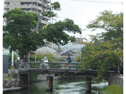 【島根・松江】地元ガイドが城下町をご案内!電動自転車で街を走る、水の都 松江サイクリングガイドツアー