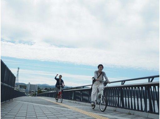 【島根・松江】地元ガイドが城下町をご案内!電動自転車でゆく、水の都 松江サイクリングガイドツアー