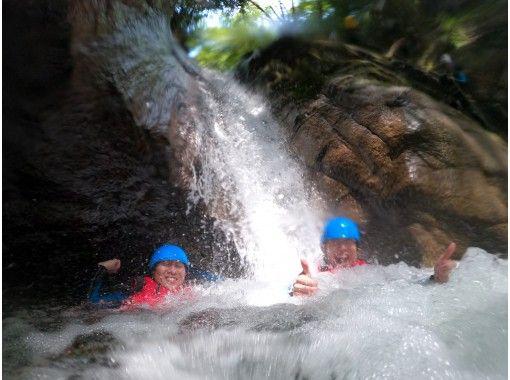 【三重・亀山・キャニオニング】12歳~【中学生以上】極限の川遊び!川と山の大自然を冒険!亀山キャニオンコース 希望者送迎ありの紹介画像