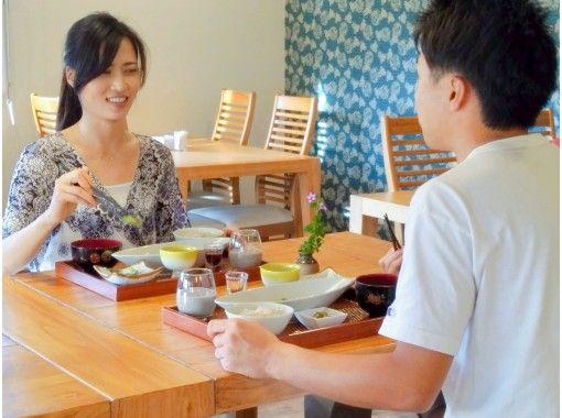 【沖縄・恩納村】ヘルシーランチ+呼吸&瞑想会+中国式お茶会プラン 体から心まで十分癒される