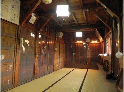 "[Akita / Kosaka Town] In October, at the playhouse ""Korakukan"" in the Meiji era, the theater company Yumeiro's humanity comedy ""Flatulence Hioka Nun"" & facility tour + facility tour of the Kosaka Mine Officeの紹介画像"