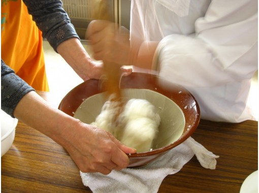 【秋田・大館】本場大館きりたんぽ作り体験!楽しく美味しく♪ 味噌付けたんぽ+比内地鶏使用きりたんぽ鍋