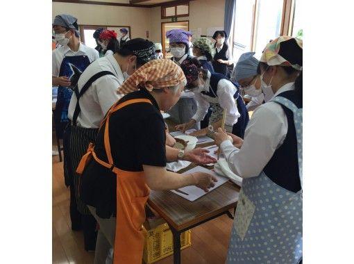[秋田·Odate]故鄉大館Kiritanpo製作經驗!有趣和美味♪味道醬油+ Hiuchi當地雞用Kiritanpo火鍋の紹介画像