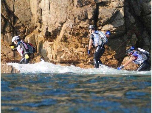 【徳島・美波町】コーステアリング☆海岸線を歩・登・飛・泳しながクリア☆ニューアドベンチャースポーツ!