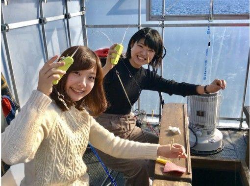 【福島・桧原湖】手ぶらでワカサギ釣り~スノーモービルorモーターボート遊覧付&お土産付(午後)