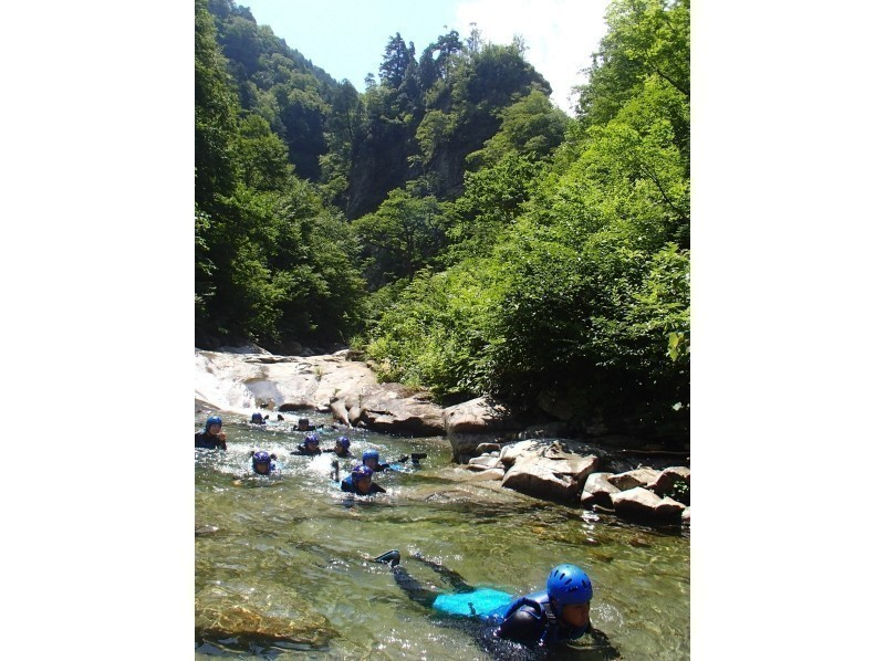 Enjoy nature on the water-Canyoning half-day tour Hanagae course natural waterslide! Introduction to image