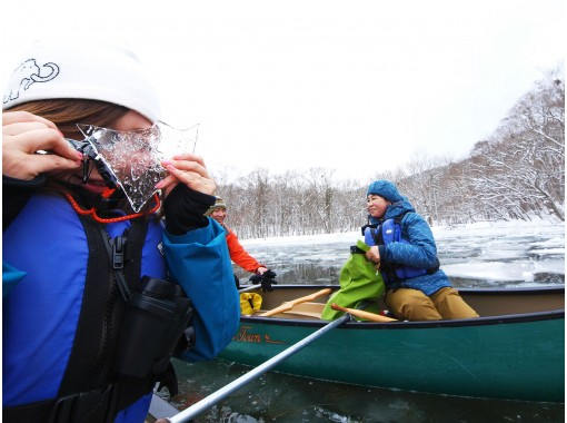 Lake Towada winter canoe rowing with a nature guideの紹介画像