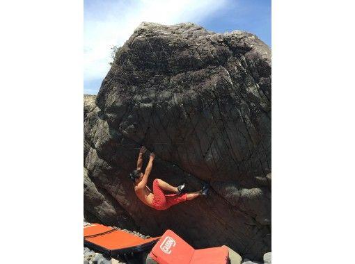 【外岩に挑戦!】屋久島の岩を登る!アウトドアボルダリング【送迎・ガイド付き!】
