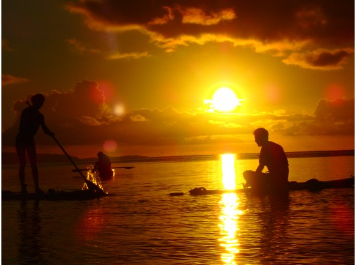 [Okinawa / Ishigaki Island] Sap of the setting sun and the starry sky! The sunset seen from above the sea is impressive! SUP board with LEDの紹介画像