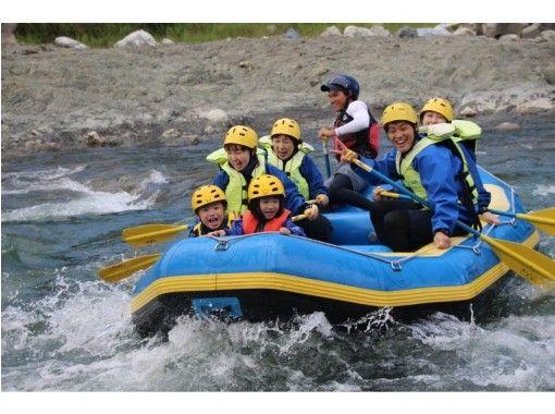 【北海道・日高でラフティング】5歳から参加OK!清流日本一・沙流川ファミリーラフティング 半日ツアーの紹介画像