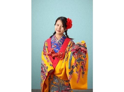 【沖縄・国際通り】女性に大人気!お好きな琉装を選んで本格スタジオで記念撮影