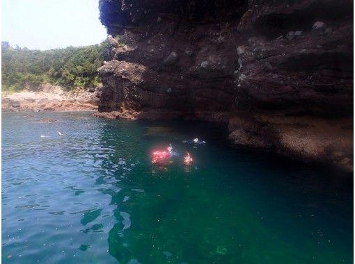 【熊本・天草】ボートで行く洞窟探検シュノーケリングツアー 天草牛深(うしぶか)