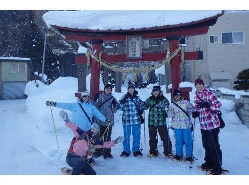 【青森・黒石】ガイドと歩く 里山スノーシュートレッキング!雪遊び、温泉入浴、BBQランチ付き!