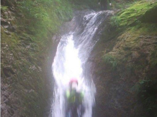 【鳥取・みたき渓谷】シャワークライミング&リバートレッキング