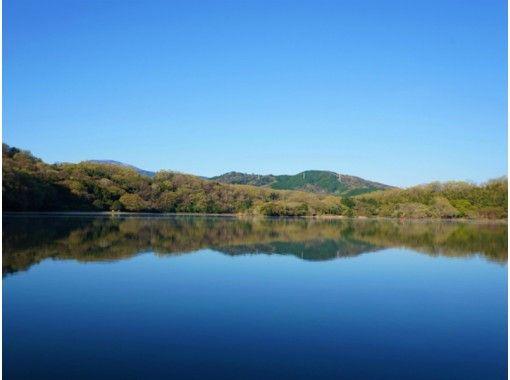【静岡・伊東】一碧湖畔を眺めながらのんびり体験!ローボートレンタル(30分)