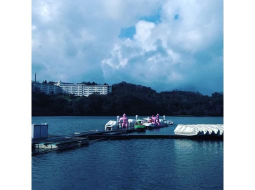 【静岡・伊東】一碧湖畔を眺めながらのんびり体験!ペダルボートレンタル(30分)