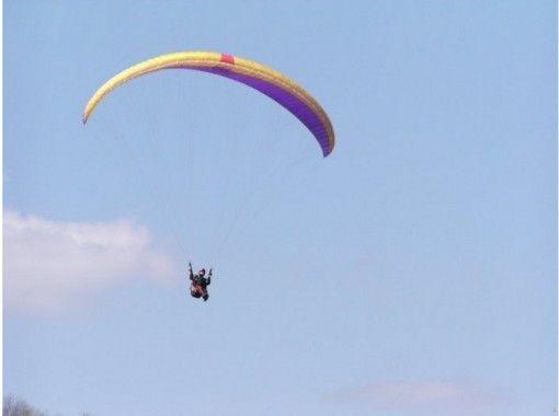 【京都・南丹】パラグライダー体験「プチチャレンジコース」(1フライト)無料送迎あり!10才から参加O
