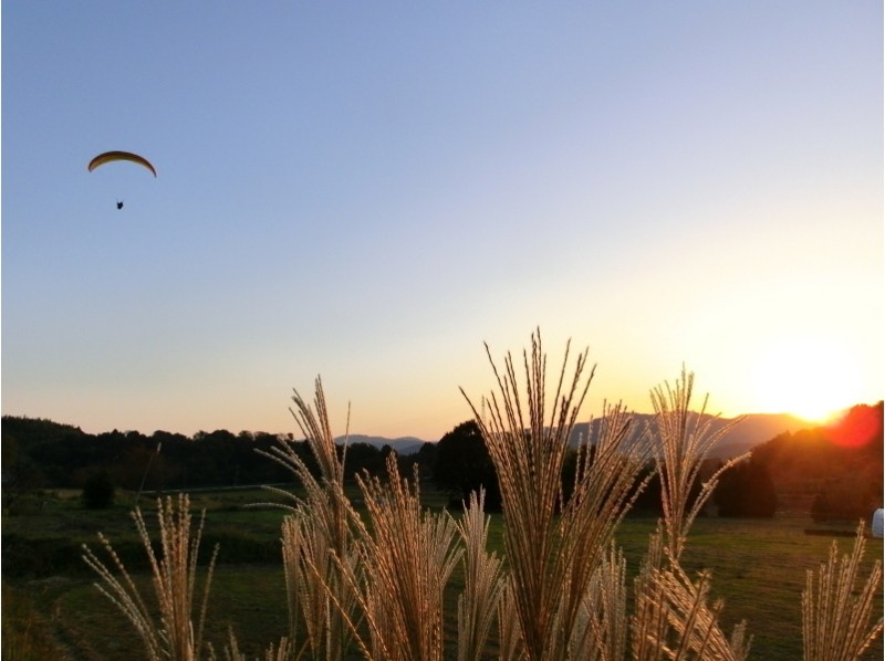 [Kyoto Kameoka] There is free pick-up! Introduction image of paragliding experience (challenge (90 minutes) + 470m tandem course)