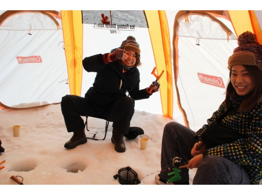 [Sapporo held]Smelt fishing on the ice, a little bit handy and free ★ Winter pants and boots are also free at Rental!の紹介画像