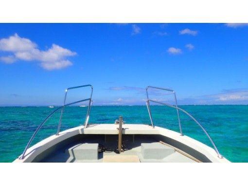 [Blue Cave Boat Snorkel] + [Okinawa Shisa Parasailing] Okinawa's most popular set!の紹介画像