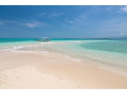 "[Ishigaki Island / Half Day] ⑬ I want to go once in a lifetime! Superb view spot ""Phantom Island"" Hamajima landing & boat snorkeling tour [photo data free]の紹介画像"