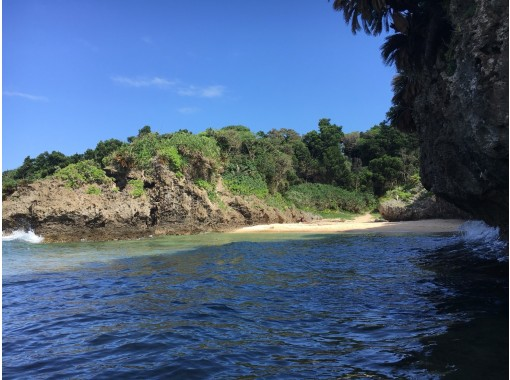 【沖縄・石垣島】青の洞窟までは自然に触れながらトレッキング!青の洞窟&シュノーケルツアー