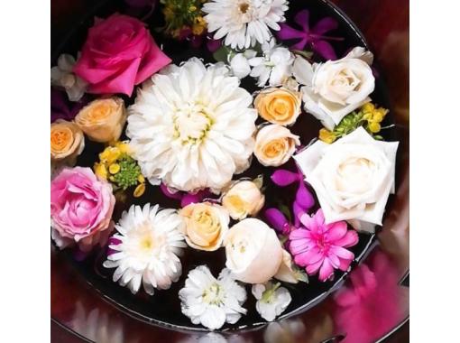 【京都・祇園】五感をくすぐる美しいお花の足湯を堪能!「椿-TUBAKI- カフェコース」