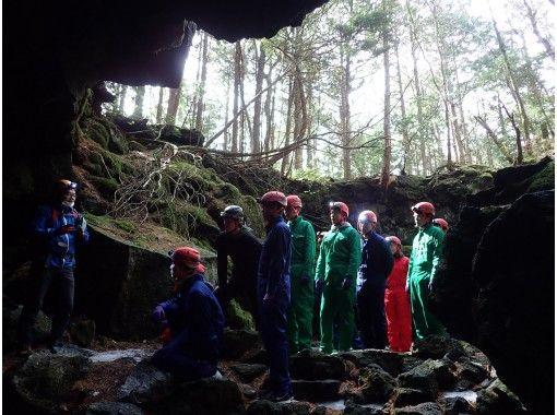 【洞窟探検ツアー】神秘の森と氷の洞窟 (カップル割引実施中)