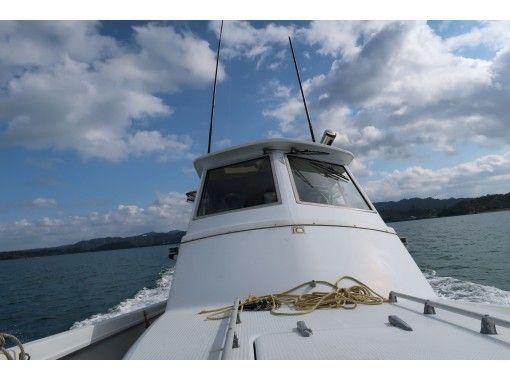 【沖縄・名護】絶景(古宇利大橋)を眺めて美ら海へ! 船釣り体験プラン(半日コース)