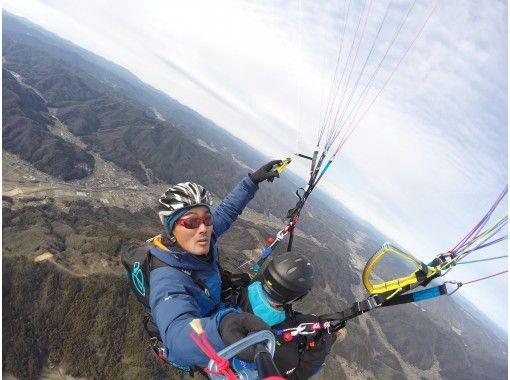 [Hiroshima City, Asa Kita Ward] Even beginners can enjoy the flight with Paragliding tandem flight and instructor control.の紹介画像