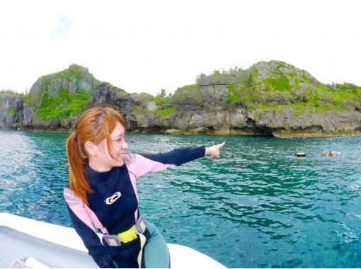 【沖縄・恩納村】専用ボートでご案内!人気の青の洞窟体験ダイビングを気軽に楽しめます!(水中写真プレゼント)の紹介画像