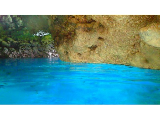 [Okinawa Shisa Parasailing Rope Okinawa's longest 200 ⅿ course] + [Blue cave boat snorkel] Superb view and screaming plan!の紹介画像
