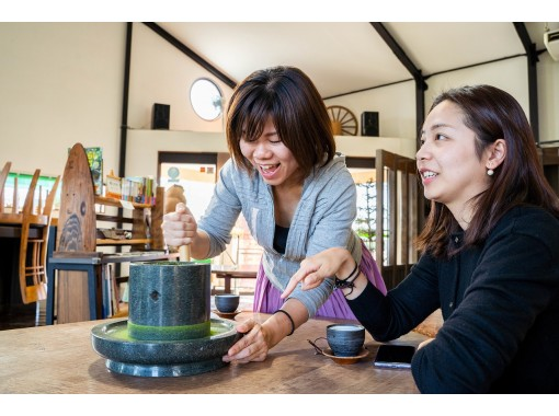 【宮崎・新富町】<新感覚の日本茶体験>手もみで日本茶焙煎&石臼挽き抹茶ドリンクづくり