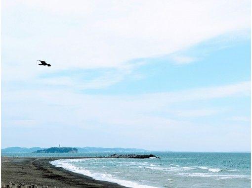 【神奈川・茅ケ崎】のびのびビーチヨガで五感開放!広い空と海で深呼吸、波の音、風、光が心地いい!