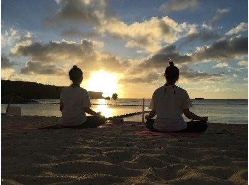 【沖縄】リアルタイムで海から♪オンラインビーチヨガの紹介画像