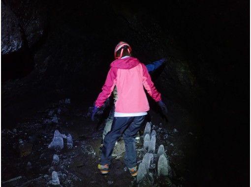 【未知先案内ツアー】大噴火口と溶岩洞窟を巡るの紹介画像