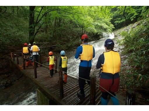 [Fukushima /Adachi Tara] Participation is OK from the age of 4! Let's jump into the river of Adara Tara! shower walkの紹介画像