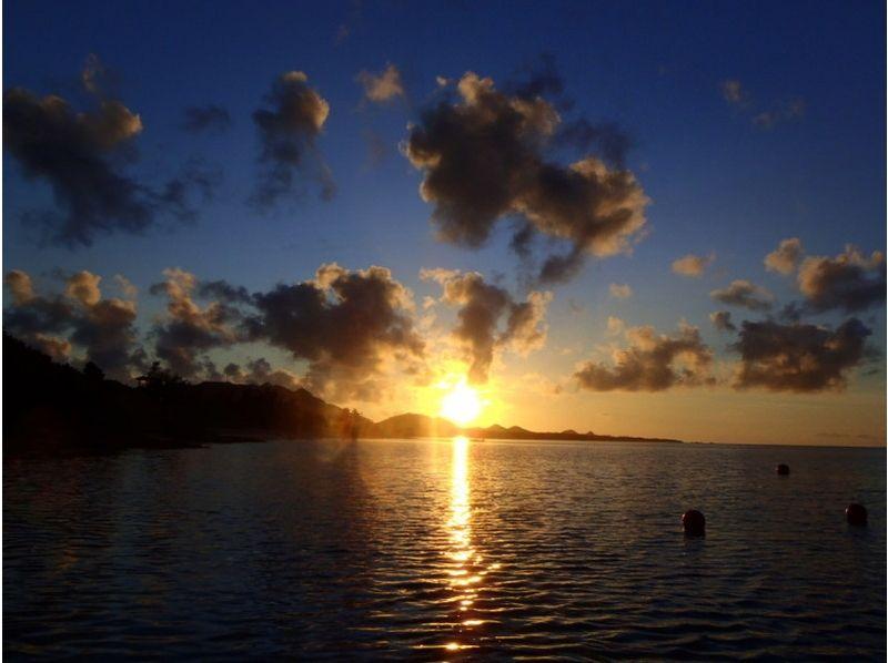 【沖縄・石垣島】竹富島と西表島を眺めながら!スケルトンカヤック体験(サンセットツアー)の紹介画像