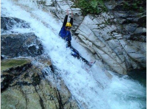 [Shiga shower climbing] Japan of 100 waterfalls! Hachiffuchi Falls (Half Day B course) 11:00 set «SC-2»の紹介画像
