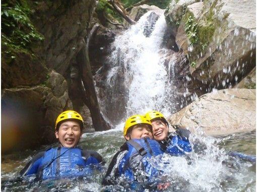 [Shiga shower climbing] Japan of 100 waterfalls! Hachiffuchi waterfall family tour of the (half-day courses: 11:00 set)の紹介画像