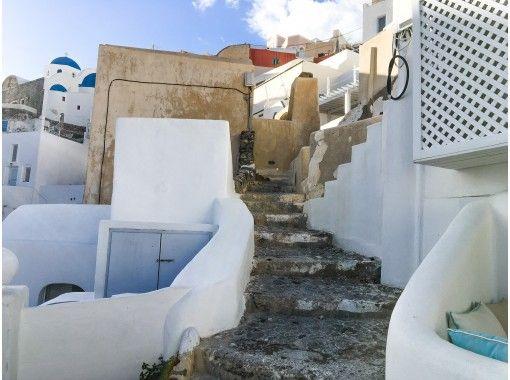 【オンライン海外旅行】ギリシャより、崖に建つ白い街並みとエーゲ海が美しいサントリーニ島ツアー