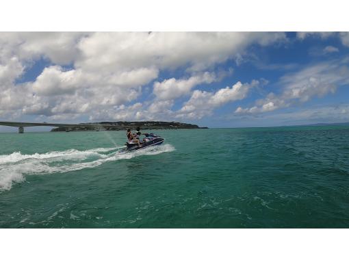 【1日限定2便】絶景ジェットツーリング ~古宇利島・ワルミ海峡・羽地内海を巡る~の紹介画像