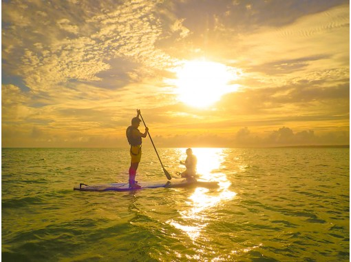 【沖縄・宮古島】サンセットSUP!うっとり感動の夕日を浴びて海岸線をクルージング!(写真・動画無料)