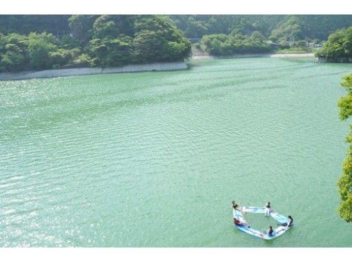 【神奈川・丹沢】小学生からOK!レンタル全て無料!美しい丹沢湖の上をSUPでのんびりクルージング!の紹介画像