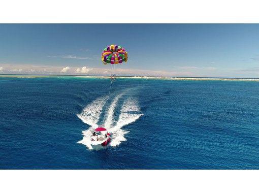 【沖縄那覇・三重城港発】GOGO爽快パラセーリング!上空50Mからの眺めはGOOD!