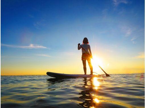 【沖縄・奥武島】完全貸し切り!サンライズSUP体験クルージング、機材レンタル無料、写真データ無料